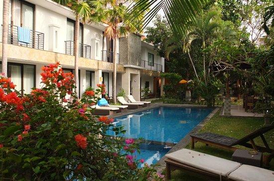 Puri Maharani Boutique Hotel & Spa: chambres donnant sur la piscine
