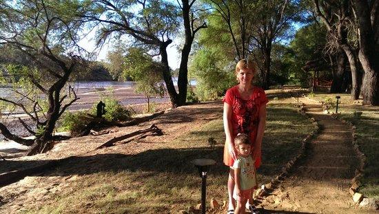 Loyk Tsavo Camp: а в реке-то крокодилы :)