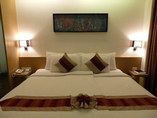CityPoint Hotel : Huge bed