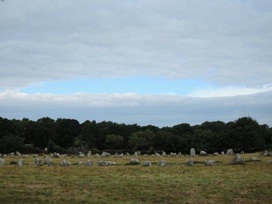 Megaliths of Carnac : Kermario con cerchio di cielo azzurro