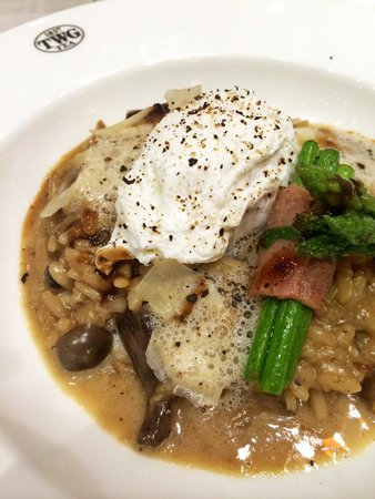 Mushroom risotto with pouch egg and asparagus