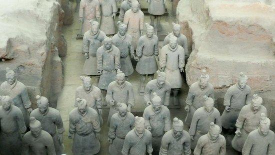 Xi'an, China: Diese Stücke wurden bereit in mühseliger Kleinstarbeit zusammengesetzt. Hier kann man deutlich e
