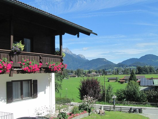 Pension Berganemone: the hotel and the surrounding landscape