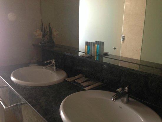 Gran Hotel Torre Catalunya: Lovely bathroom