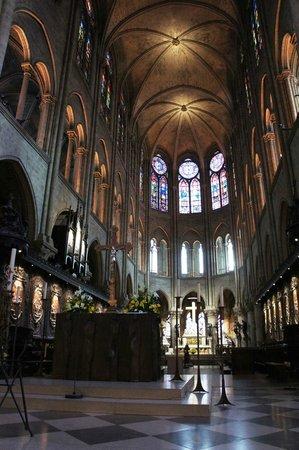 Tours de la Cathedrale Notre-Dame : All'interno