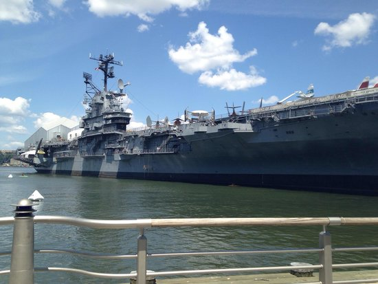 Intrepid Sea, Air & Space Museum: Be sure to block off a couple of hours ~ huge!
