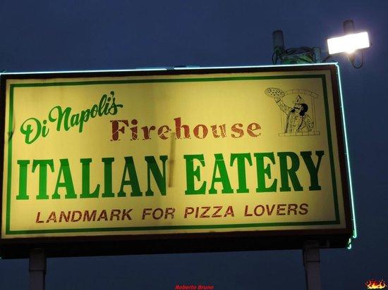 DiNapoli's Italian Eatery: Insegna
