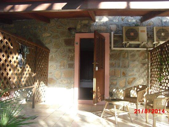 Hotel Mezzaluna : camera con veranda