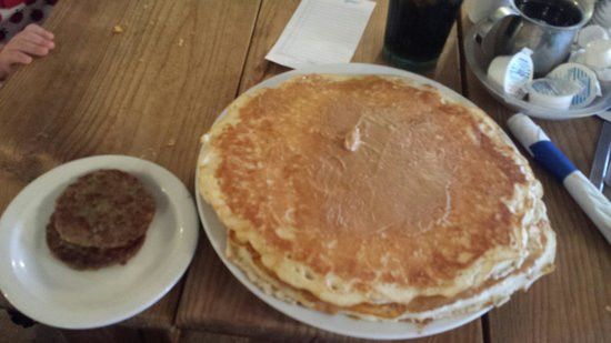 Granny D's: Short stack of peanut butter pancakes and sausage