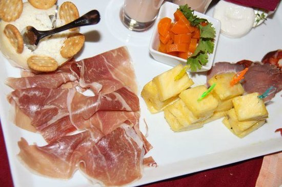 Restaurante Xerem Fusion Cuisine: LOCAL BRIED WITH HAM AND PINEAPPLE