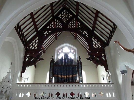 Holy Cross Church: Just Intimate Church