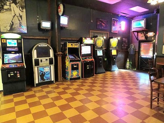 Local Joe's Tap & Grill: game room