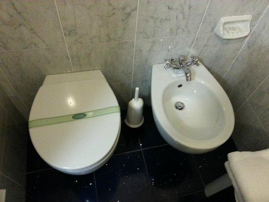 Hotel City : toilette, bidet
