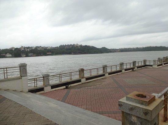 Dona Paula Beach and Viewpoint: Dona paula jetty