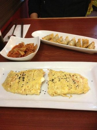 Kimchi House : Kimchi, egg-roll and dumplings