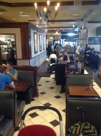Corner Bakery Cafe : lunchtime