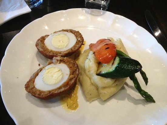 The Raven Bistro: Scotch Egg with veg