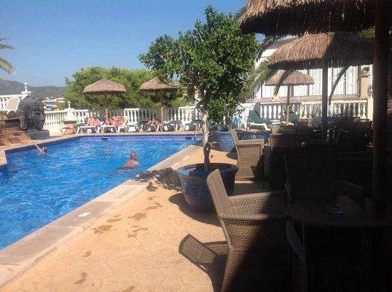 Hotel Bon Repos: Poolbereich