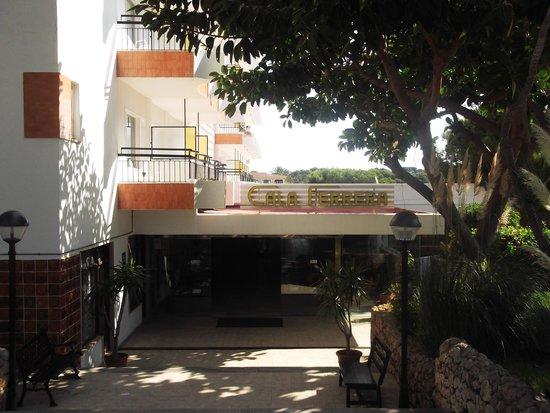 Hotel Cala Ferrera : not the most impressive Hotel entrance!