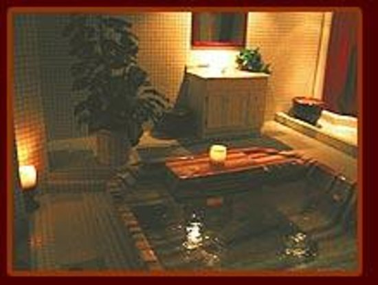 Grand Central Hotel & Spa: Large hot tub in our spa for guests