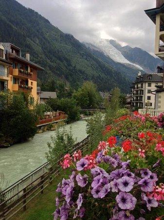 Grand Hôtel des Alpes : Mt. Blanc and the Arve