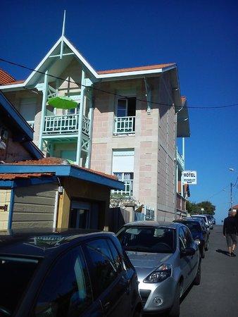 Hotel Michelet : Au bout de la rue, c'est la plage....