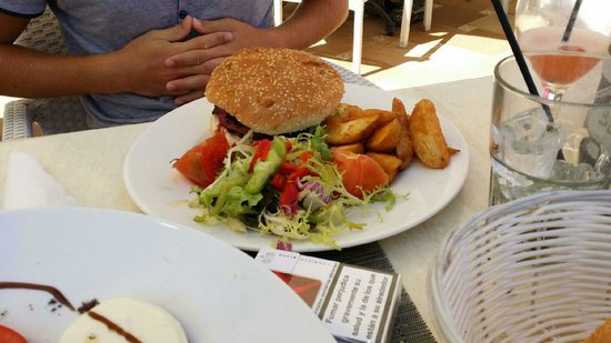 Sensimar Aguait Resort & Spa: Hamburger