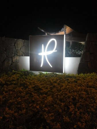 Hennessy Park Hotel : Hennesay Park Sign illuminated at night