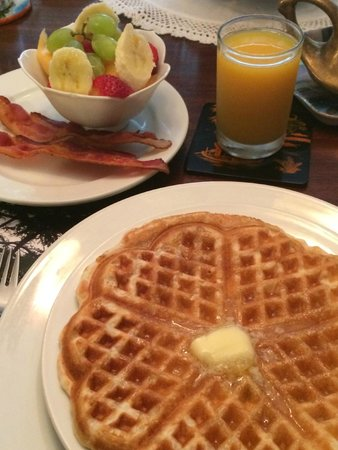 A Bella Vista Bed and Breakfast: Waffles