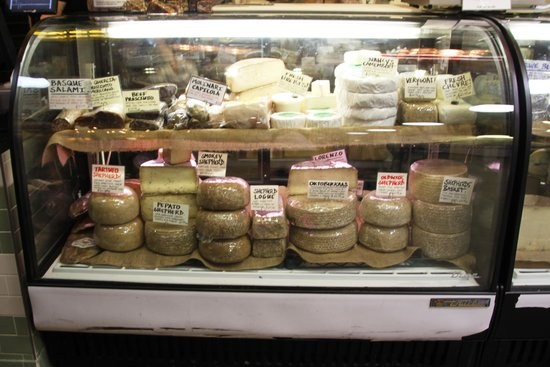 Reading Terminal Market : Cheeses