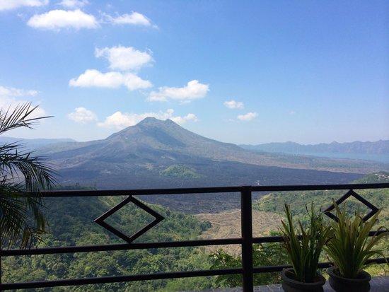Batur Sari Restaurant : Breathtaking view of the volcano
