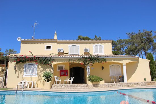 Pinhal do Sol Hotel: The rooms at the far end of the grounds