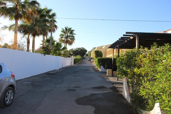 Pinhal do Sol Hotel: The walk to the bar!