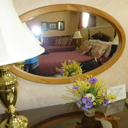 Cedar Heights Bed and Breakfast: London Bedroom