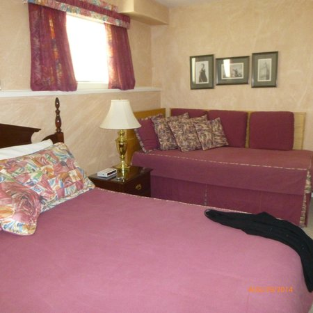 Cedar Heights Bed and Breakfast : London Bedroom