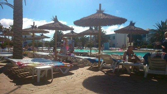 HL Paradise Island : zona de piscina