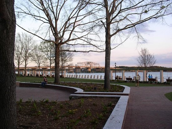 Henry C. Chambers Waterfront Park: Beaufort Waterfront Park in March