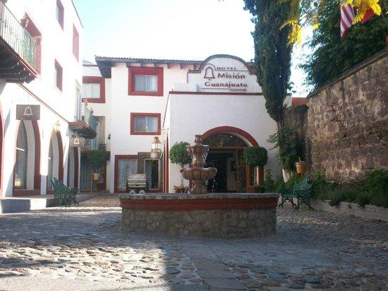 Mision Guanajuato: Exterior