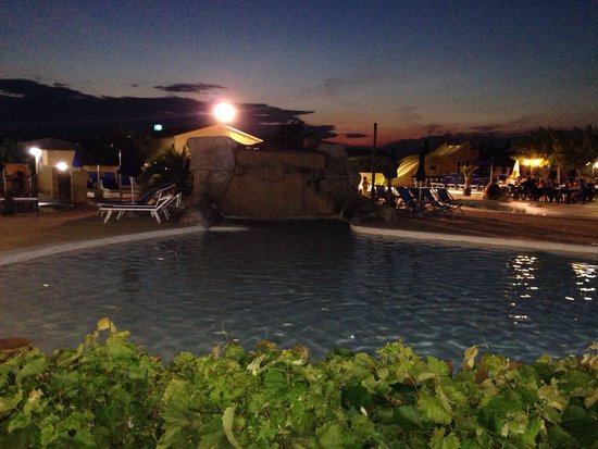 Courthezon, France: Piscine by night