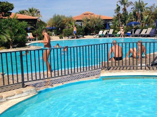 Fiesta Hotel Athènee Palace: Una delle piscine