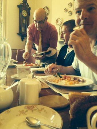 Mitchell's of Chester Guest House: Service at breakfast  quality