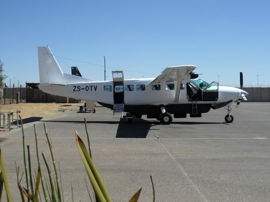 Jaci's Safari Lodge : Small Airline to Safari Runway