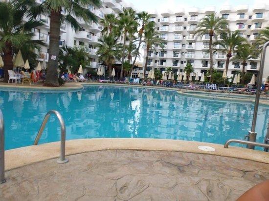 Protur Palmeras Playa Hotel: Poolside