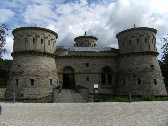 Les Trois Glands: Fort Thungen