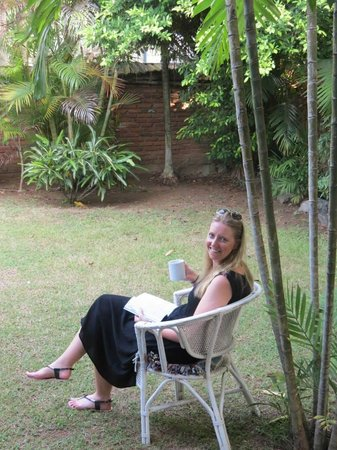 Cottage Garden Bungalows: Enjoying a cup of tea listening to the amazing birds!