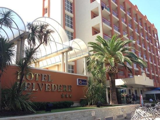 Ohtels Belvedere: главный вход отеля)