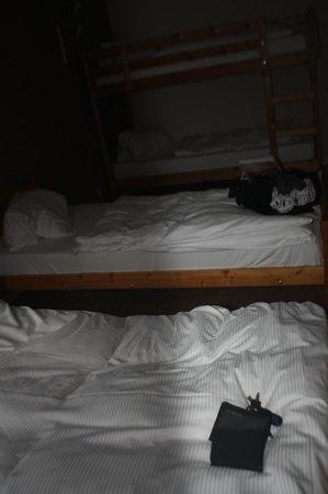 Hotel Tychon: ベッドルーム シングル2台と2段ベッド