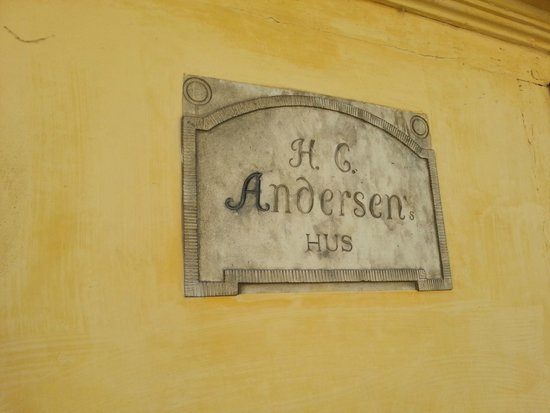 Hans Christian Andersens Childhood Home: Fuera