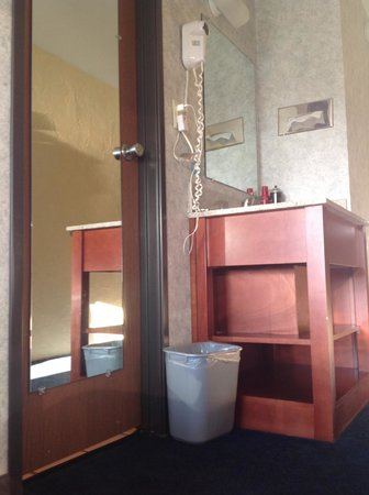 appreciated the long mirror on the bathroom door. Black Bedroom Furniture Sets. Home Design Ideas