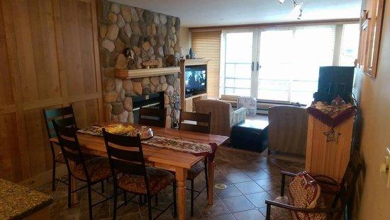 Simba Run Vail Condominiums : Dinning Area